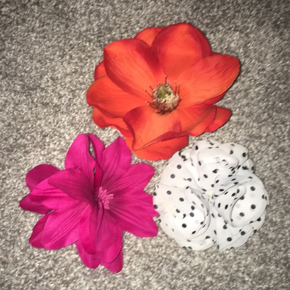 Other - Assorted Flower 🌺hair clips/pins Qty 3